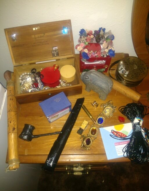 Lord and Lady Westing's Will – props for the items 