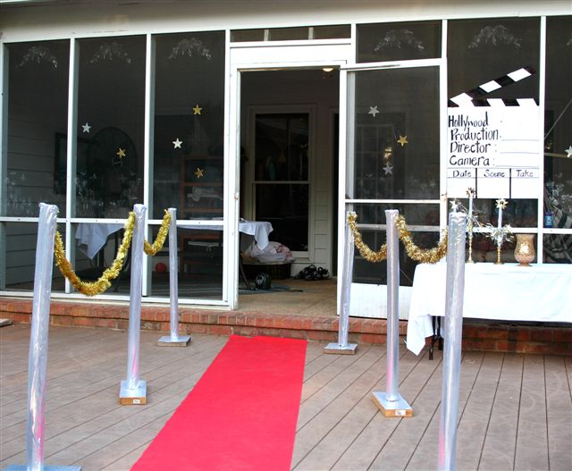 Hollywood Lies – the red carpet and barriers 