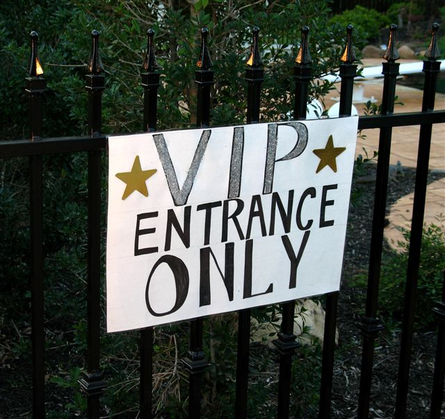 Hollywood Lies – VIP entrance only 